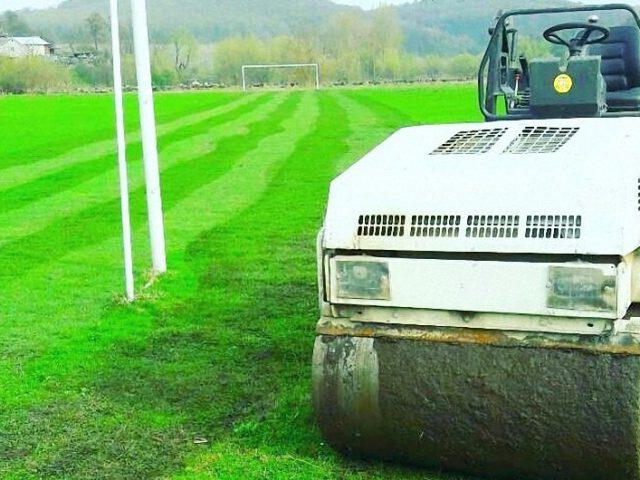 Трамбування покриття футбольного поля в с. Шляхтинці, Тернопільський район